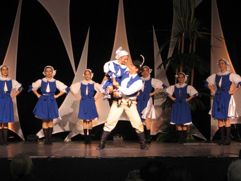 Danse Folklore (FIL053)